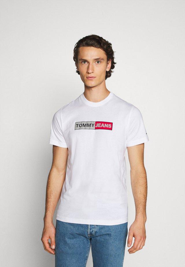 METALLIC GRAPHIC TEE - Camiseta estampada - white
