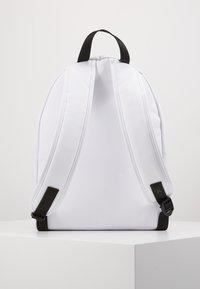 Calvin Klein Jeans - ROUNDED - Batoh - white - 6