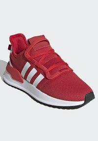 adidas Originals - U_PATH RUN SHOES - Skate shoes - red - 3