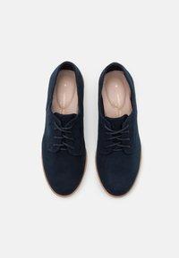Dorothy Perkins Wide Fit - WIDE FIT LUSH LOAFER - Zapatos de vestir - navy - 5