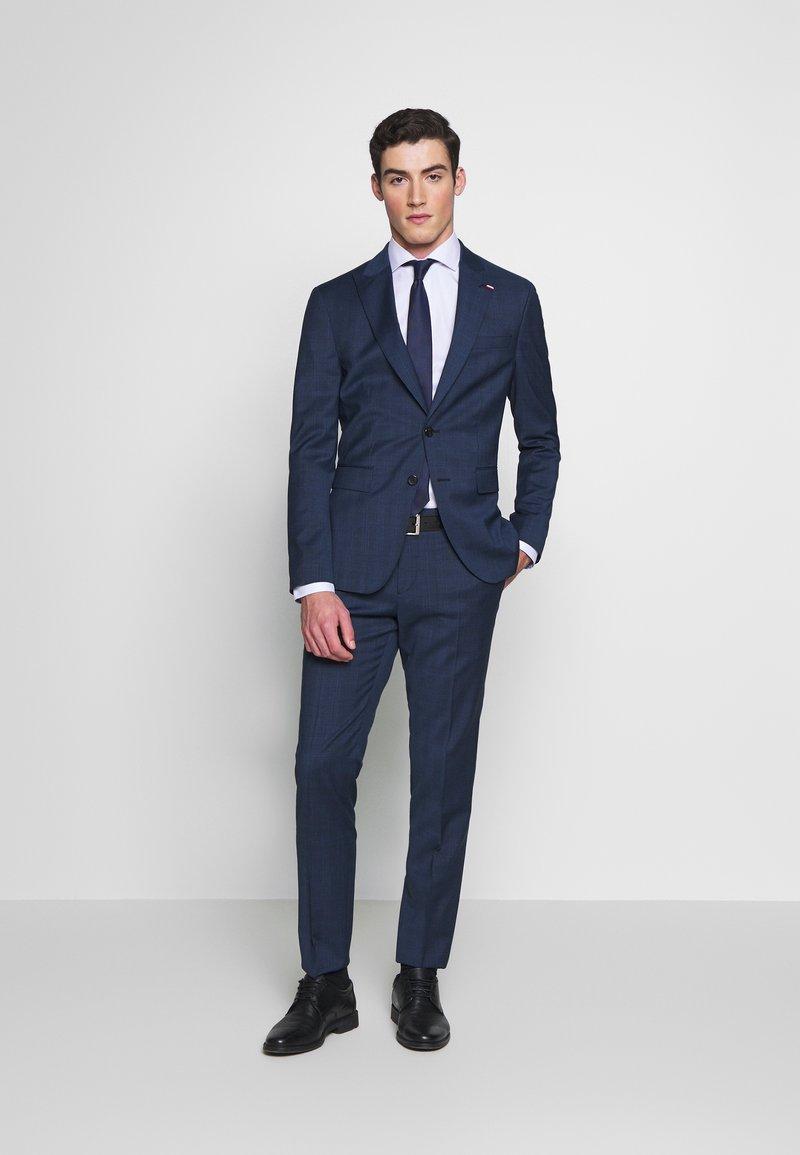 Tommy Hilfiger Tailored - PEAK LAPEL CHECK SUIT SLIM FIT - Oblek - blue