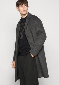 KARL LAGERFELD - CREWNECK - Sweatshirt - black/gold - 4
