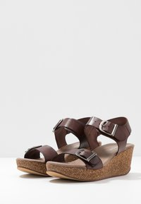 Pavement - CAMILLA - Sandály na platformě - brown - 2