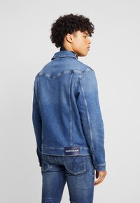 Calvin Klein Jeans - FOUNDATION SLIM JACKET - Kurtka jeansowa - mid blue - 2