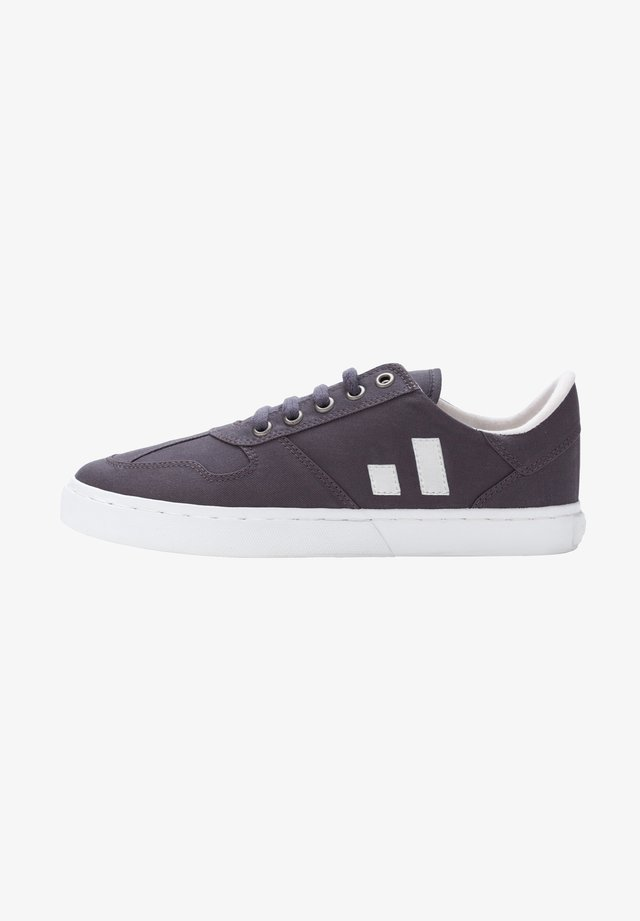 FAIR ROOT COLLECTION  - Trainers - grey