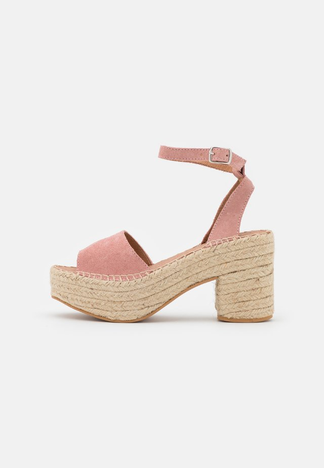 Sandali con plateau - pink