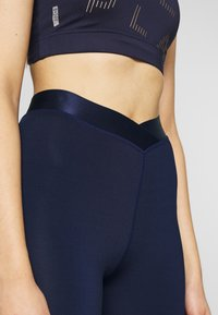 ONLY PLAY Tall - ONPMILEY TRAINING TIGHTS TALL - Leggings - maritime blue/white gold - 3