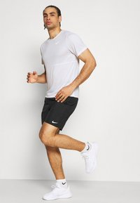 Nike Performance - RUN  - Camiseta estampada - white/silver - 1