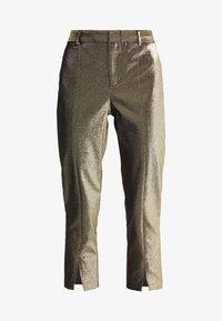 Allen Schwartz - ABBEY METALLIC CROPPED PANT - Pantalon classique - gold - 3