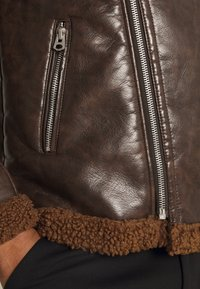 Brave Soul - PITTSBURGH - Faux leather jacket - brown - 4