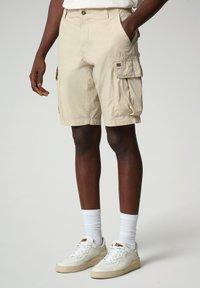 Napapijri - NOTO - Shorts - natural beige - 0