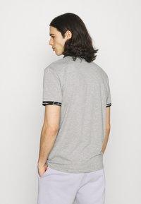 CLOSURE London - HIDDEN LOGOBAND FURY TEE - T-shirt print - grey - 2