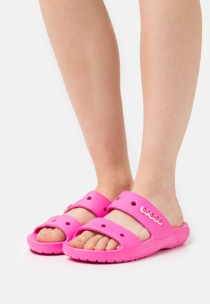 CLASSIC  - Sandály do bazénu - electric pink