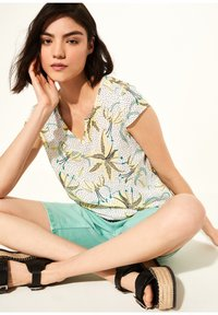 comma casual identity - KURZARM - Blouse - white flowers & dots - 1