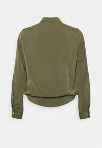 Vero Moda - VMCOCO BUTTON  - Bomber Jacket - ivy green - 7