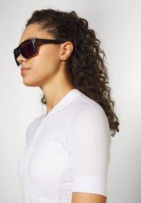 Oakley - HOLBROOK - Sonnenbrille - matte black/violet - 2