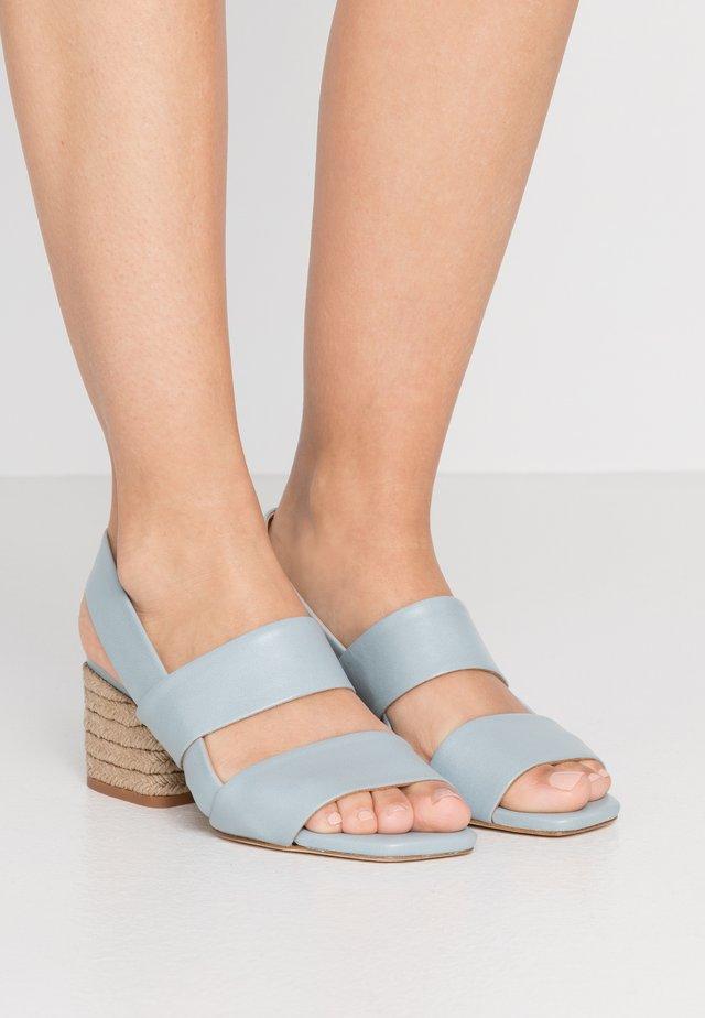 CADIE MILOS NATURAL - Sandaalit nilkkaremmillä - aqua