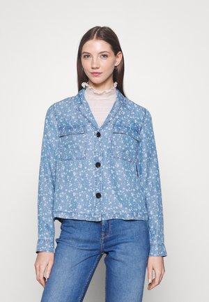 VIFLIKKA SHIRT - Button-down blouse - medium blue denim