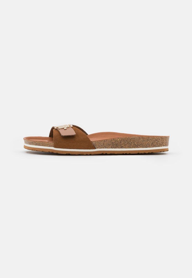 Tommy Hilfiger - MOLDED FOOTBED  - Sandaler - summer cognac