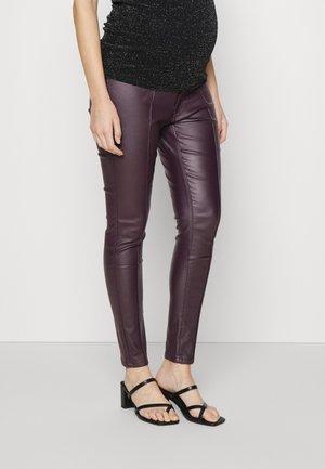 COATED PINTCUK JEGGING - Leggings - Trousers - burgundy