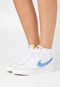 Nike Sportswear - BLAZER MID '77 - High-top trainers - white/royal pulse/hyper crimson/black/sail - 0