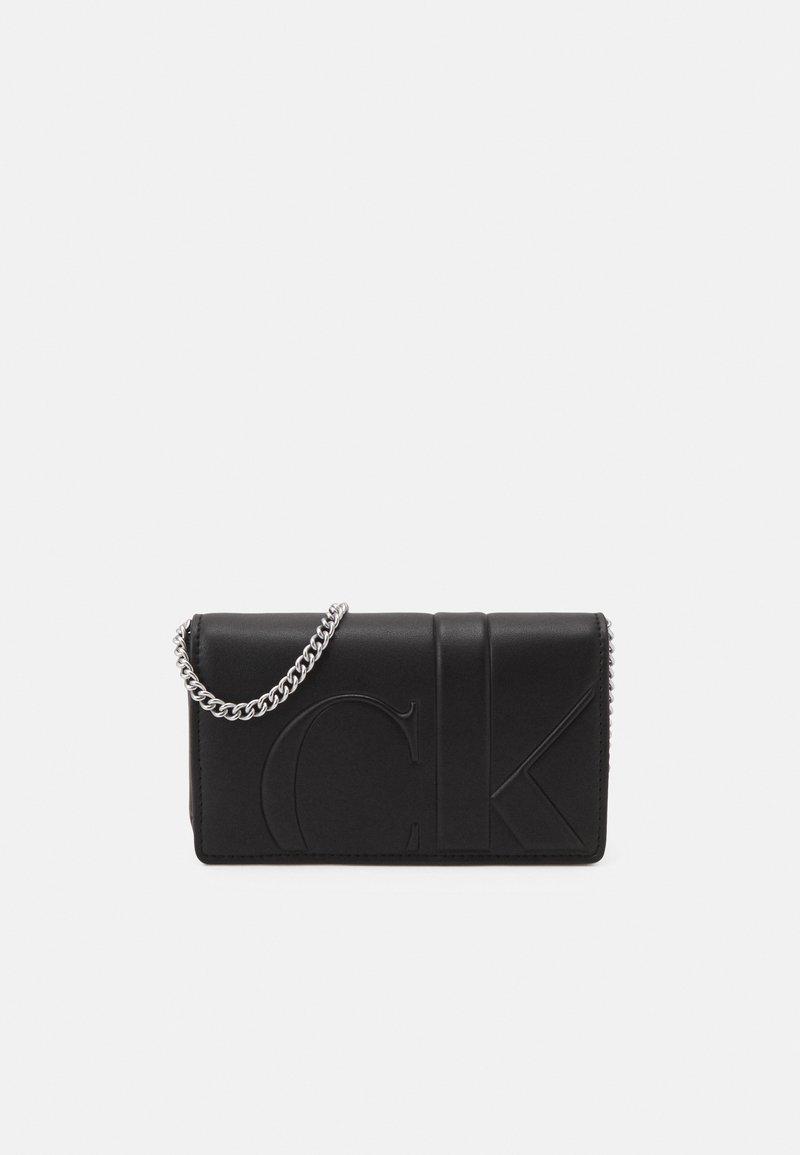 Calvin Klein Jeans - PHONE CROSSBODY - Sac bandoulière - black