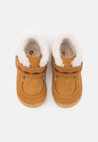 Kickers - SOETNIC UNISEX - Baby shoes - camel - 3
