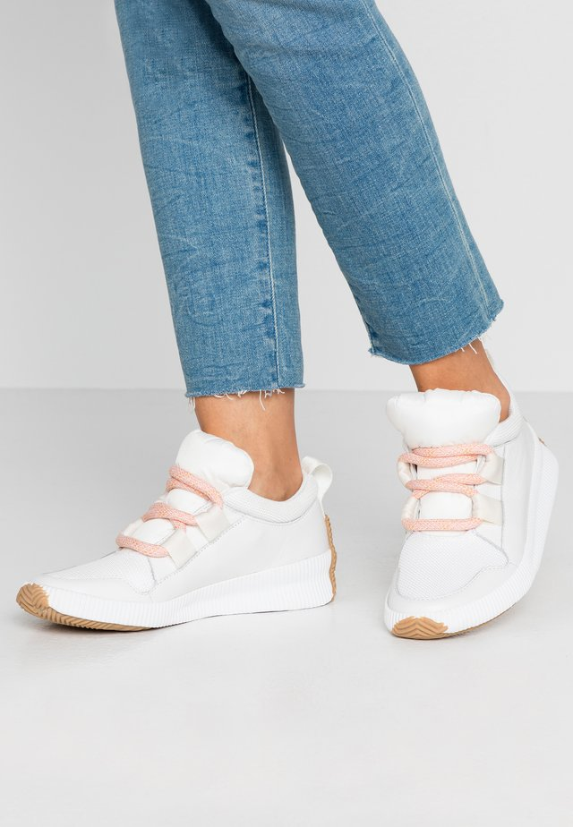 OUT N ABOUT PLUS STREET - Trainers - sea salt