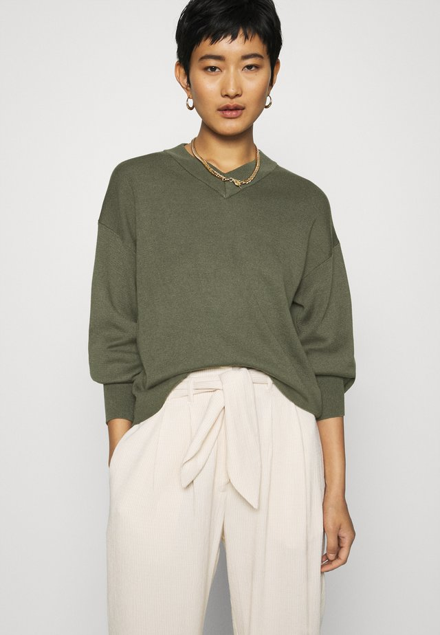 WANETTA V-NECK - Jumper - beetle green