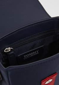 Tommy Jeans - MODERN TWIST CROSSOVER - Across body bag - blue - 0