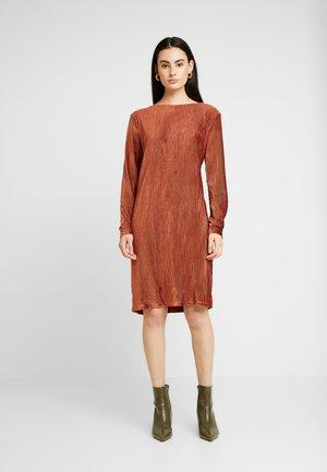 BYTALLY DRESS - Robe d'été - dark copper