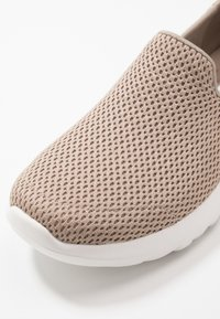 Skechers Performance - GO WALK JOY - Løbesko walking - taupe/gold - 5