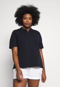 Tommy Hilfiger Curve - Polo shirt - desert sky - 0