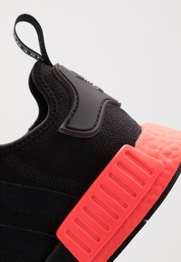 adidas Originals - NMD_R1 - Sneakers laag - core black/solar red - 5