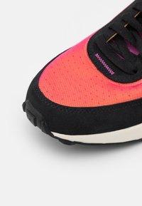 Nike Sportswear - WAFFLE ONE UNISEX - Trainers - active fuchsia/university gold/black/coconut milk - 3