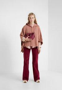 See by Chloé - Spodnie materiałowe - juicy purple - 1