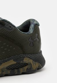 Under Armour - HOVR INFINITE 3 - Neutral running shoes - artillery green - 5