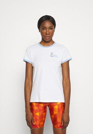 RINGER TEE NYC - Print T-shirt - white/aluminum