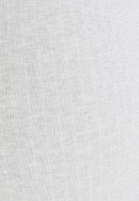 Anna Field MAMA - Basic T-shirt - light grey - 2