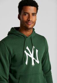 New Era - MLB NEW YORK YANKEES SEASONAL TEAM LOGO HOODY - Club wear - green - 3
