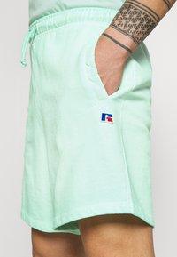 Russell Athletic Eagle R - BRADLEY - Shorts - lichen - 3
