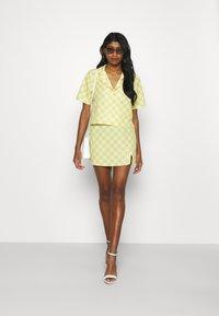 Glamorous - MAYA CROP SHIRT WITH OPEN WIDE COLLAR  - Overhemdblouse - green checkboard - 1
