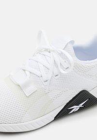 Reebok - FLASHFILM TRAIN 2.0 UNISEX - Sports shoes - white/black - 5