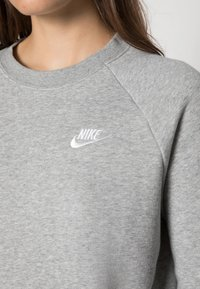 Nike Sportswear - CREW - Sweatshirt - grey heather/white - 4