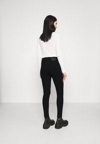 Pieces - PCPEGGY - Jeans Skinny Fit - black - 2
