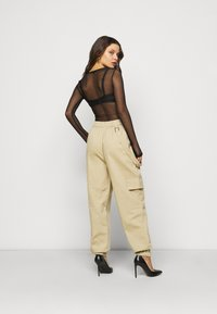 Missguided Petite - RING STRAP PANT - Cargo trousers - beige - 2