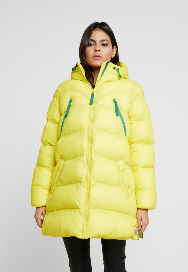 WOMENS ORIGINAL PUFFER JACKET - Vinterkåpe / -frakk - lightning yellow