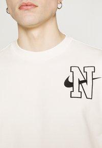 Nike Sportswear - RETRO CREW - Sweatshirt - sail - 5