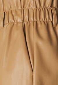Vero Moda - VMSOLARIE COATED - Shorts - tobacco brown - 2