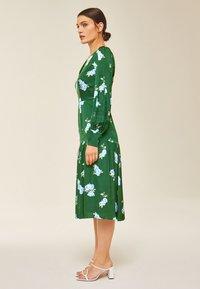 IVY & OAK - PUFFY DRESS MIDI - Day dress - green - 2